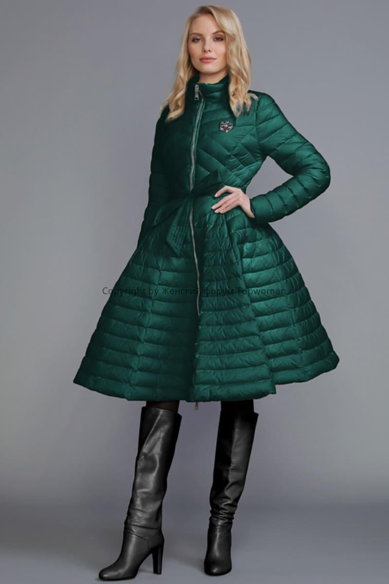 С чем носить изумрудного цвета куртку