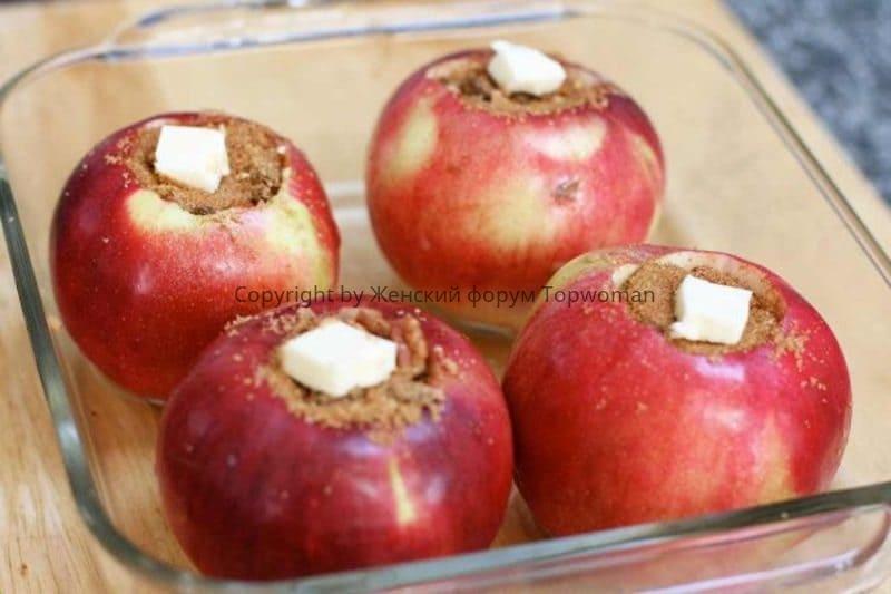 Яблоки с корицей и сливочным маслом