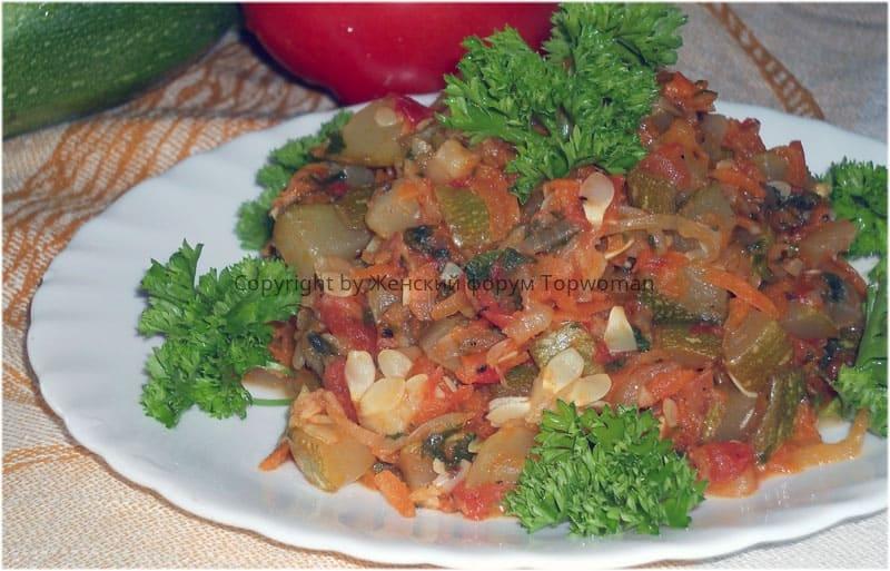 Кабачки тушёные с овощами