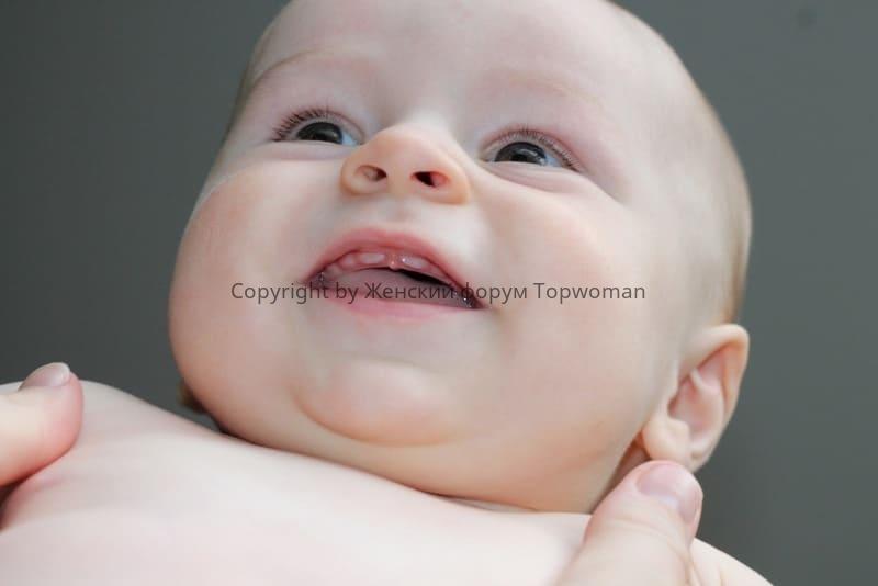 Как долго режутся первые зубы у младенцев