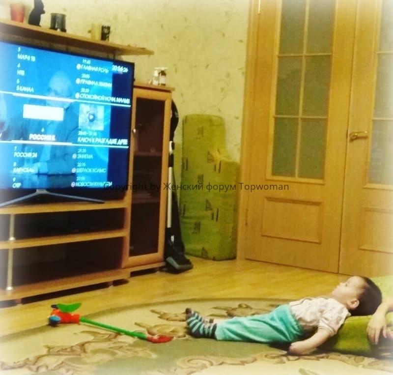 Можно ли лёжа детям смотреть телевизор