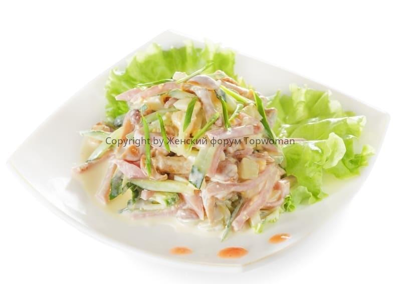 Салат из свежих огурцов и шампиньонов