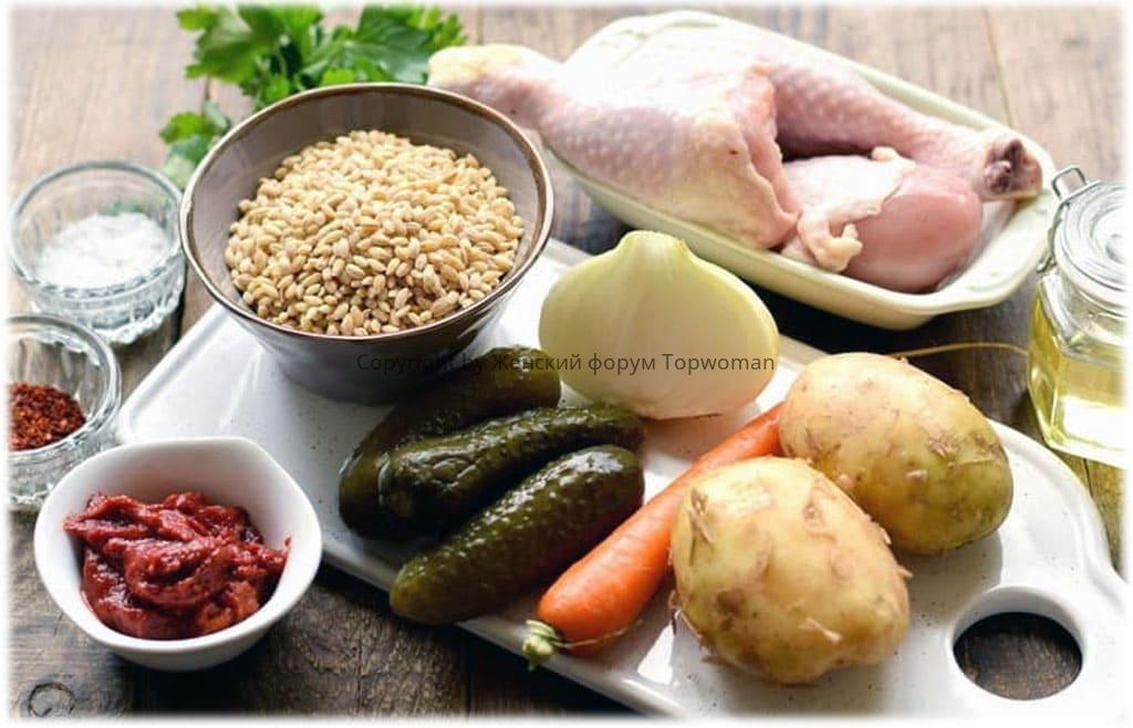 Рассольник с перловкой и солёными огурцами: ингредиенты