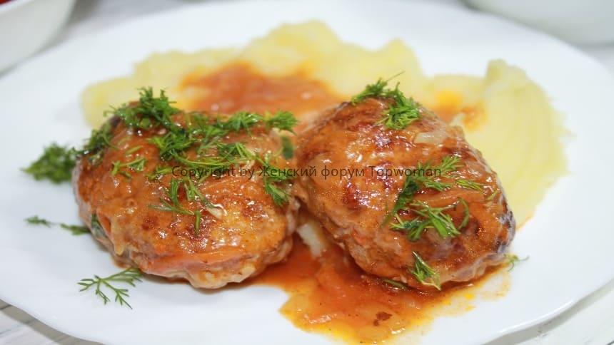 Котлеты из судака с томатным соусом